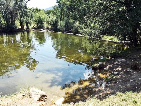Piscinas naturales las presillas en rascafria mi mundo for Las presillas piscinas naturales